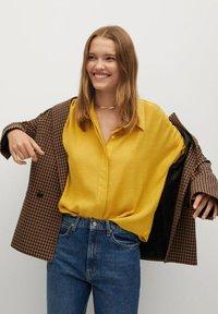 Mango - SAM-H - Button-down blouse - mostaza - 4