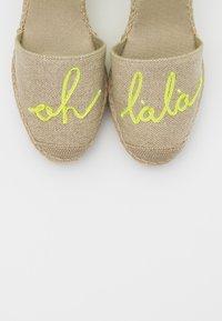 Vidorreta - High heeled sandals - lino piedra/mensaje amaril - 5