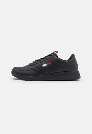FLEXI RUNNER - Trainers - black