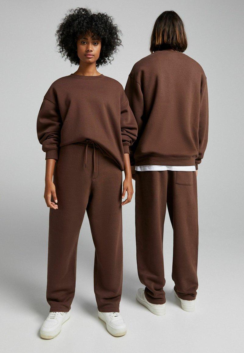 Bershka - OVERSIZED - Sweatshirt - brown