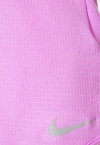 Nike Performance - BREATHE COOL - Camiseta estampada - fuchsia glow/silver - 2