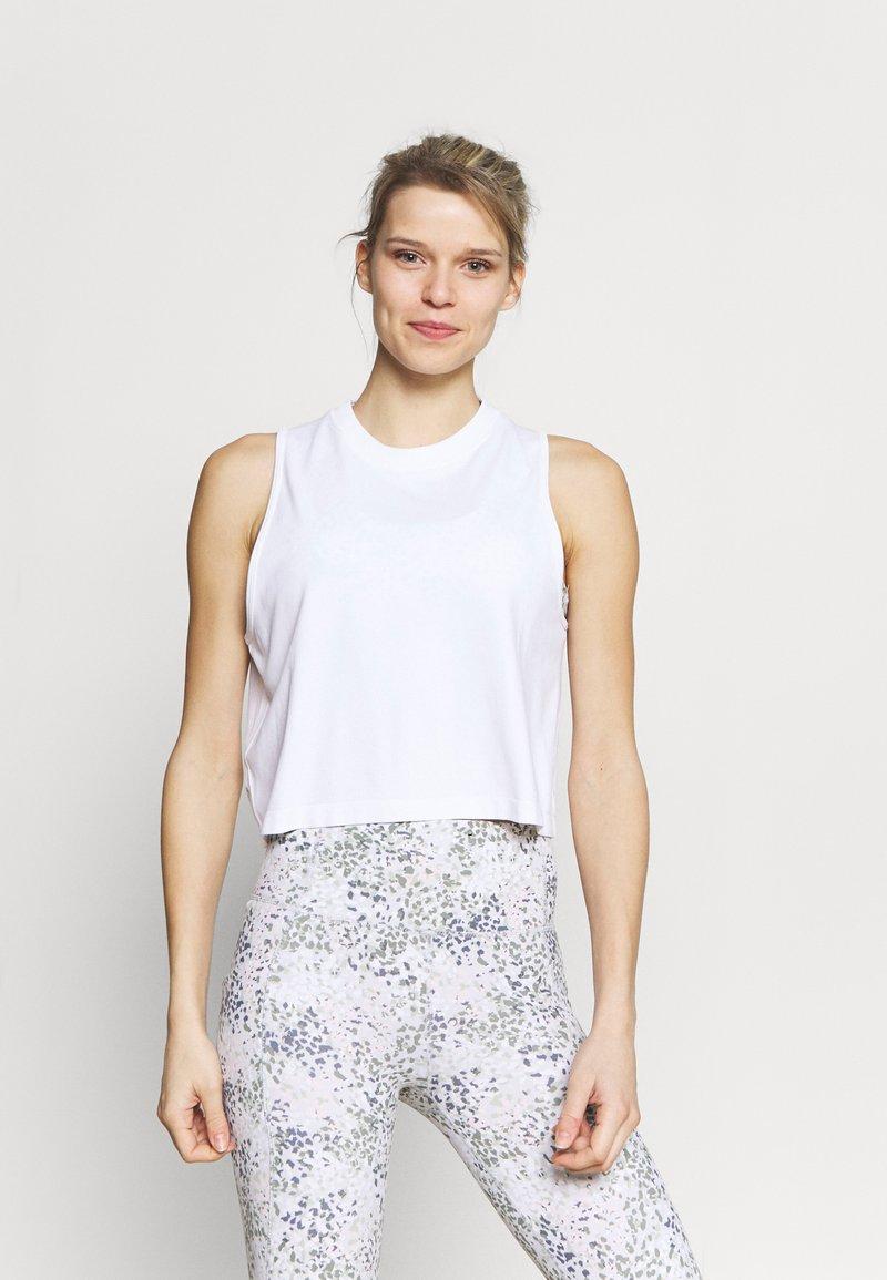 Cotton On Body - LIFESTYLE SEAMLESS YOGA CROPPED TANK - Top - white
