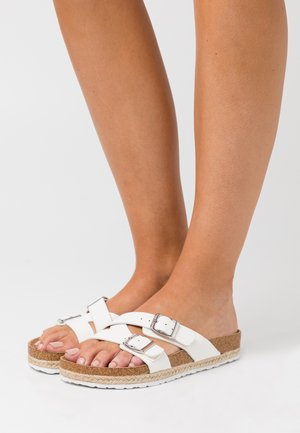 WIDE FIT FOXY DOUBLE BUCKLE FOOTBED - Tofflor & inneskor - white