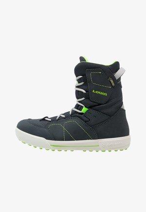 RAIK GTX UNISEX - Snowboot/Winterstiefel - navy/limone