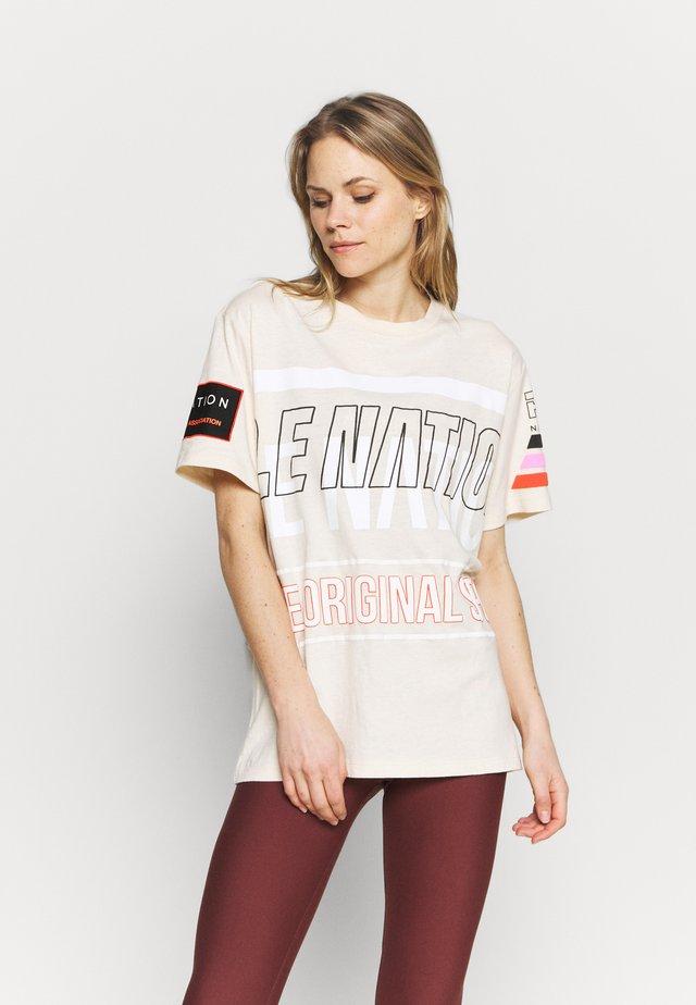 WESTBROOK TEE - T-shirt imprimé - beige