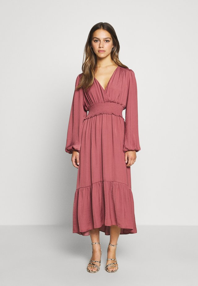 SHIRRED DRESS - Day dress - burnt berry