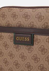 Guess - VEZZOLA PRINT - Across body bag - brown - 4