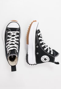 Converse - RUN STAR HIKE - Sneakersy wysokie - black/white/gum - 5