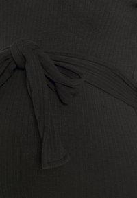 Missguided Maternity - BELT SIDE SPLIT MIDI DRESS - Jumper dress - black - 2