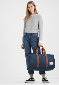 Herschel - NOVEL - Reiseveske - navy - 6