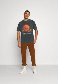 Revival Tee - PINK FLOYD SUN TEE UNISEX - Print T-shirt - black - 1