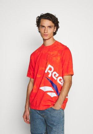 CL GP TIE DYE VINTAGE TEE - Print T-shirt - carote
