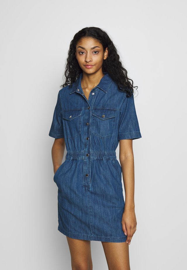 ELASTIC WAIST SHIRT DRESS - Denim dress - mid blue