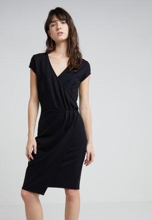 TAMI ROSIE DRESS - Pouzdrové šaty - black