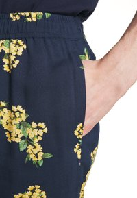 Bellfield - PULL ON FLORAL PRINT - Shorts - navy - 5