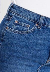 New Look - MOM SKIRT SKITTLES - Spódnica jeansowa - mid blue - 3
