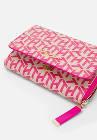 Tommy Hilfiger - ICONIC CROSSOVER MONO - Wallet - pink - 3