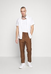 New Look - PIN STRIPE PULL ON - Broek - stone - 1
