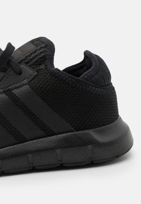 adidas Originals - SWIFT RUN X SHOES - Trainers - core black - 5