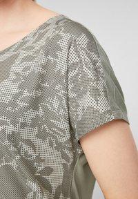 s.Oliver - T-shirt imprimé - khaki aop - 5