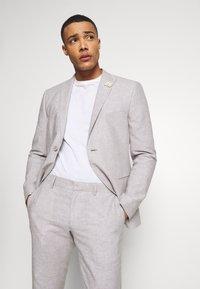 Isaac Dewhirst - PLAIN WEDDING - Oblek - grey - 2