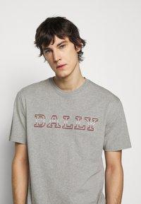 Bally - T-shirt imprimé - grigio melange - 3