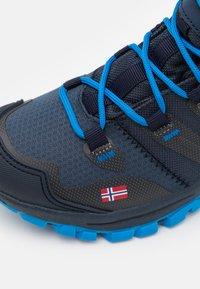TrollKids - KIDS RONDANE MID UNISEX - Hiking shoes - navy/medium blue - 5
