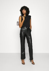 4th & Reckless - KAYDEN TROUSER - Trousers - black - 1