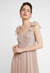 Maya Deluxe - SCATTER EMBELLISHED MAXIDRESS WITH BOW SHOULDER DETAIL - Ballkjole - taupe blush - 4