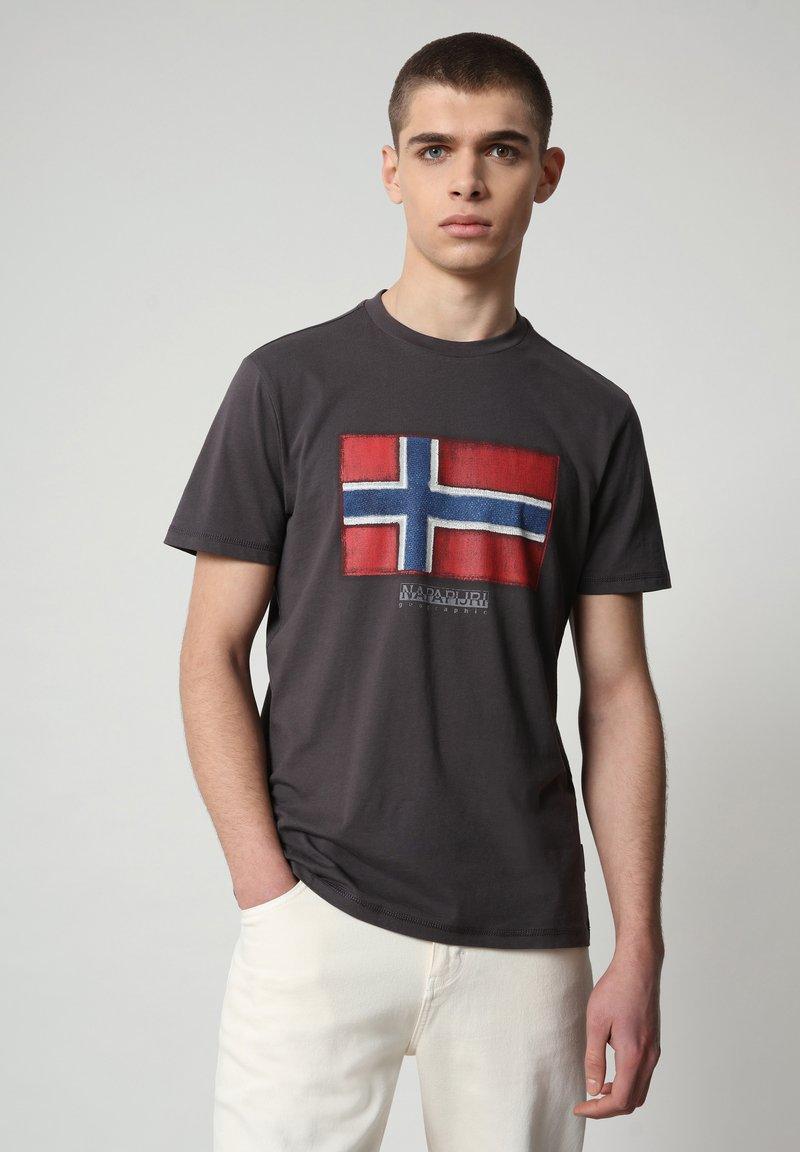 Napapijri - SIROL - T-shirt med print - dark grey solid