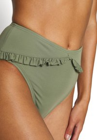 MICHAEL Michael Kors - ICONIC SOLIDS RUFFLED HIGH LEG BOTTOM - Bikinibroekje - army green - 4