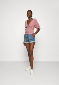 Abercrombie & Fitch - CINCH FRONT PUFF - Blus - rose - 1