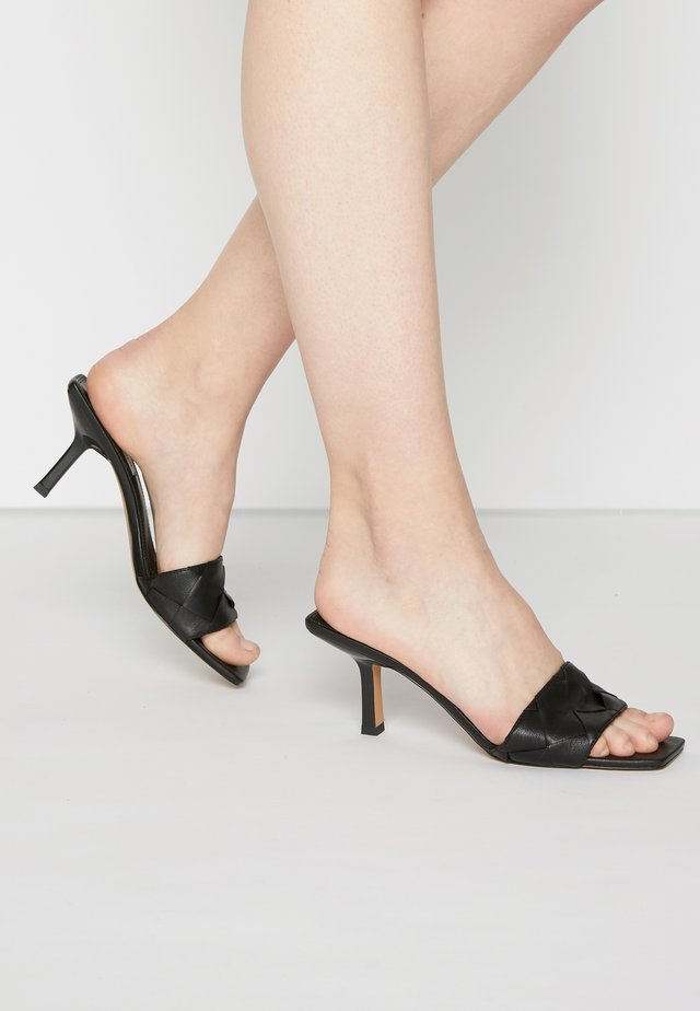 FRENZY - Pantofle na podpatku - black