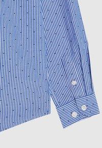 Tommy Hilfiger - STRIPE CLIPPING  - Shirt - blue - 2