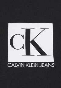 Calvin Klein Jeans - COLD SHOULDERS BOX LOGO TEE - Long sleeved top - black - 4