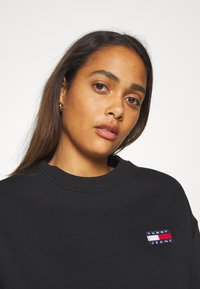 Tommy Jeans - BADGE  - Sweatshirt - black - 3