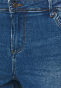 Vero Moda Curve - VMTANYA MRS PIPING  - Jeans Skinny Fit - medium blue denim - 6