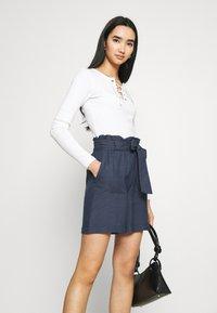 ONLY - ONLSMILLA VIVA LIFE LONG BELT  - Shorts - vintage indigo - 3