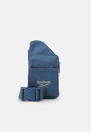 SMALL SLING BAG UNISEX - Across body bag - blue slate