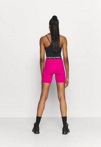 Nike Performance - SHORT HI RISE - Legginsy - fireberry/black/white - 2