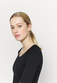 Even&Odd active - SEAMLESS  - Long sleeved top - black - 3