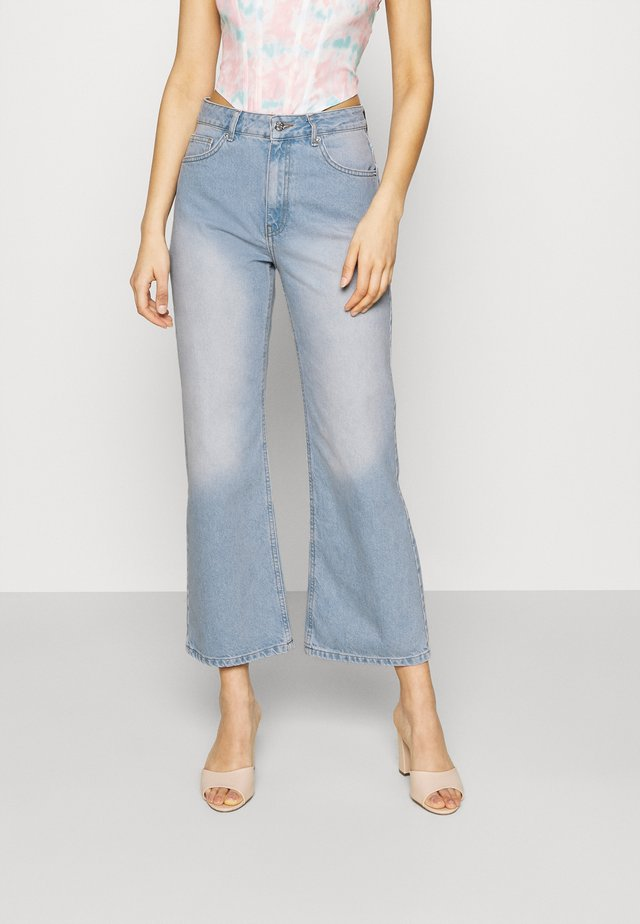 HIGHWAIST - Široké džíny - light blue