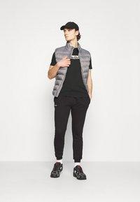 Ellesse - OMBRONO - T-shirt imprimé - black - 1