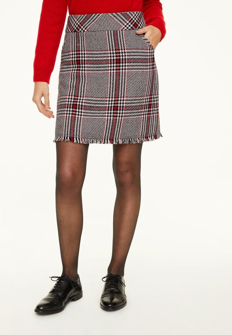 comma - KURZ - Mini skirt - red