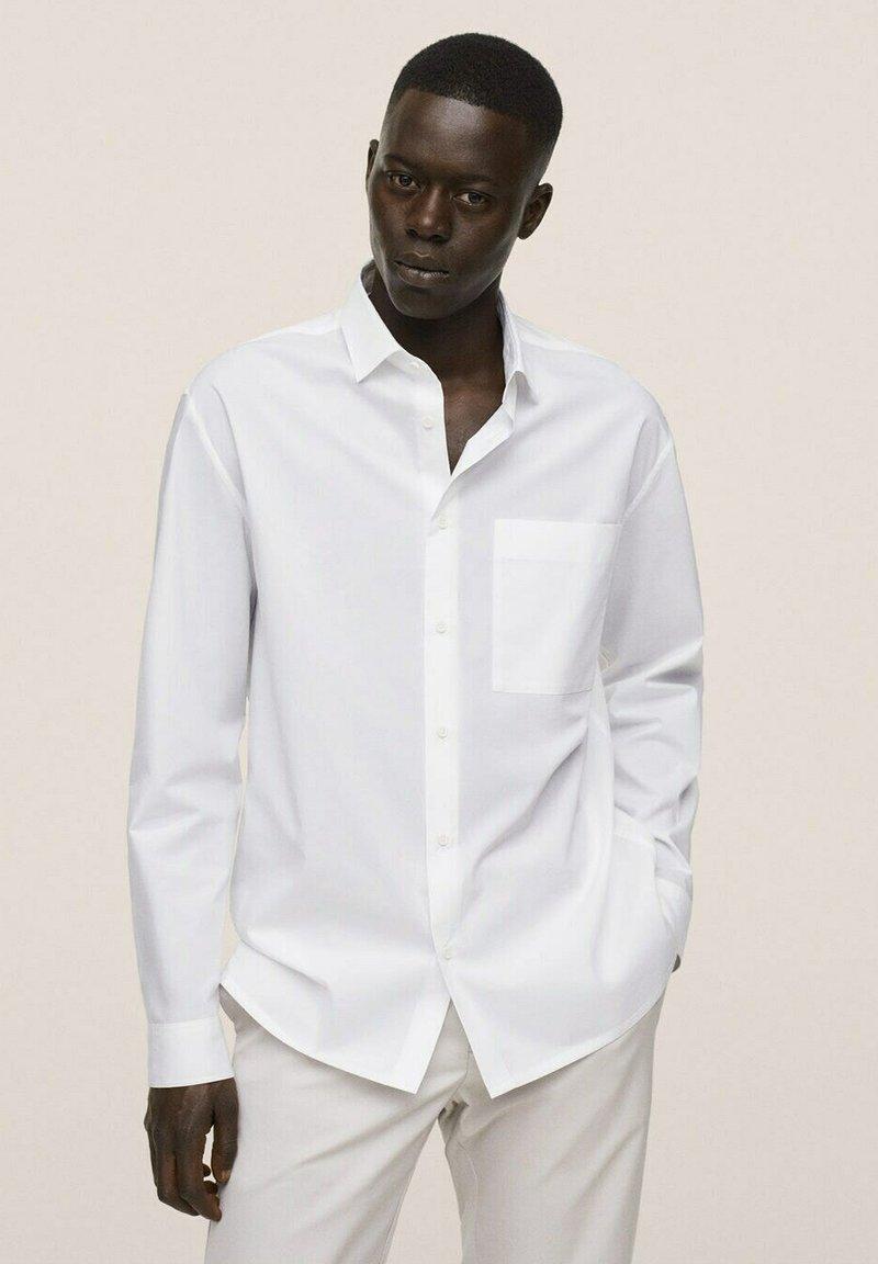 Mango - RELAXED FIT - Formal shirt - weiß