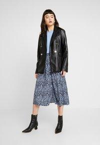 Moss Copenhagen - CELINA MOROCCO SKIRT - A-line skirt - blue - 1