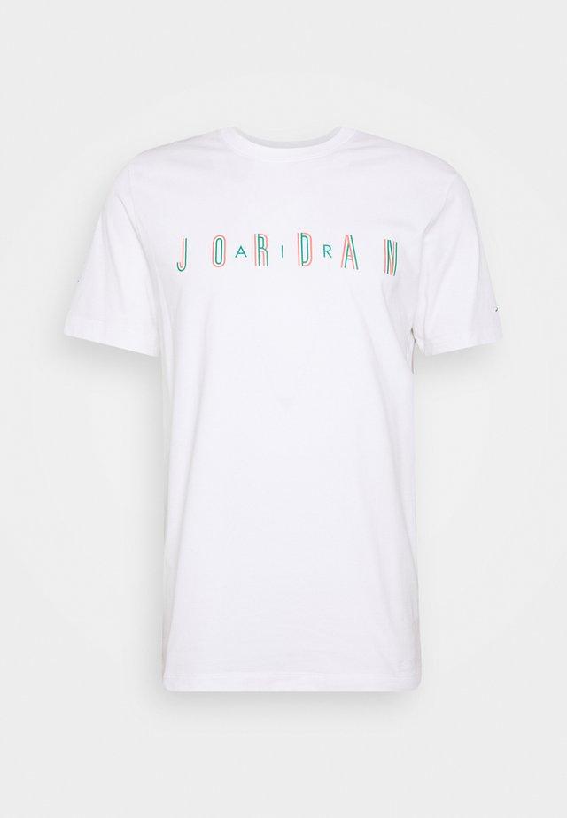 SPORT DNA CREW - Print T-shirt - white/neptune green