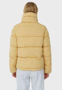 Stradivarius - MIT ROLLKRAGEN - Winter jacket - mottled beige - 2