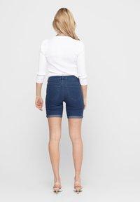 ONLY - ONLSUN ANNE - Denim shorts - medium blue denim - 2