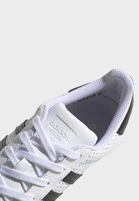 adidas Originals - SUPERSTAR SHOES - Sneaker low - white - 9